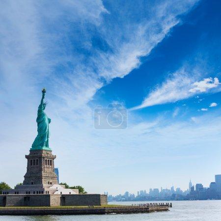 Photo pour Statue de la Liberté New York Manhattan arrière-plan USA Etats-Unis - image libre de droit
