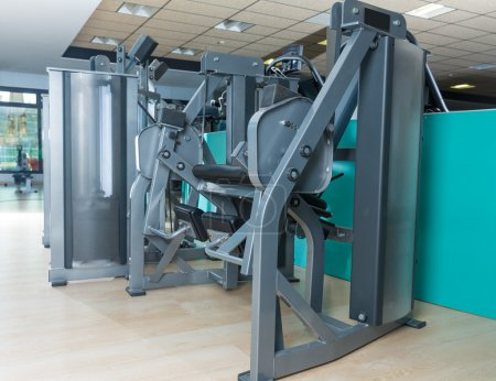 Gym indoor with nobody with cuadriceps machine