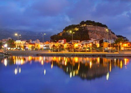 Photo pour Crépuscule du coucher du soleil de Denia port Marina à alicante Espagne méditerranéenne - image libre de droit