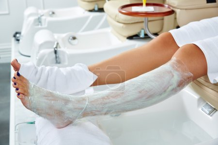 Pedicure nourishing mask legs cling film wrap