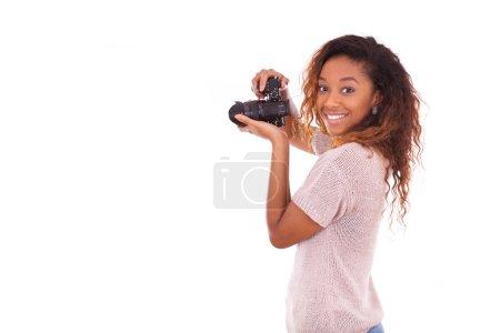 Foto de Afro americano fotógrafo tomando fotos con una cámara réflex digital - Imagen libre de derechos