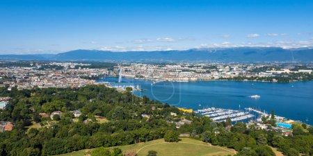 Photo pour Vue aérienne du lac Léman - ville de Genève en Suisse - image libre de droit