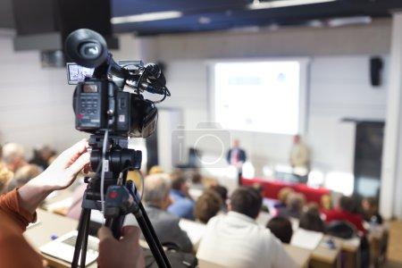Conférence de presse diffusé en télévision
