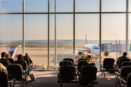 Passagers en attente sur l'aéroport
