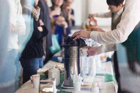 Photo pour Pause café à la réunion de la Conférence. Entreprise et l'entrepreneurship. - image libre de droit