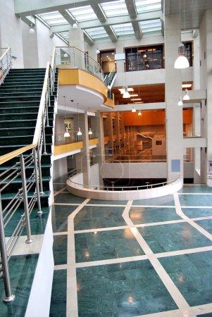 Photo pour Un centre d'affaires, un hall vide et une réception - image libre de droit