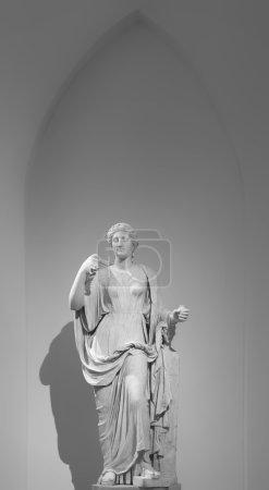 Photo pour Hygie est l'épouse d'Asclépios. Le gigia dépeint sous la forme d'une jeune femme se nourrissant un serpent un attributs Cup.These, bol et un serpent, a été un symbole moderne de la médecine. C'est que Hygie a donné le nom à l'hygiène de la discipline médicale. - image libre de droit
