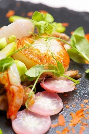 Piglet scallops and prawns.
