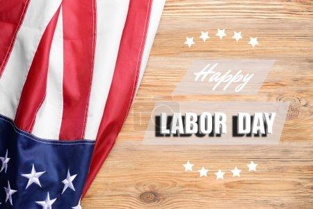Photo pour Texte HAPPY LABOR DAY et drapeau des États-Unis sur fond en bois - image libre de droit