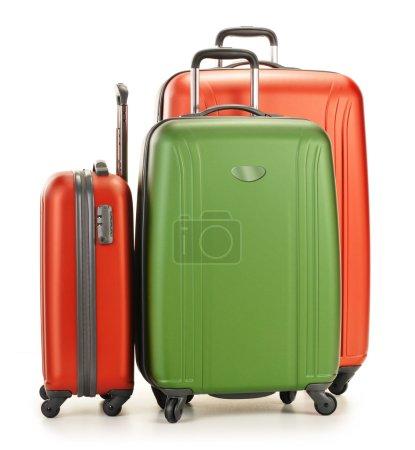 Photo pour Bagages composés de trois valises en polycarbonate isolées sur fond blanc - image libre de droit