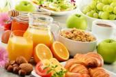 Složení se snídaní na stole. Balnced dieta