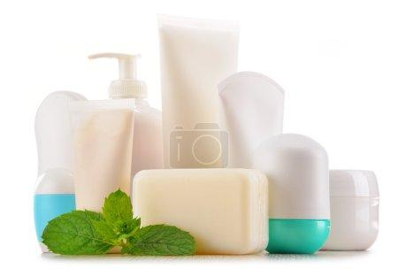 Photo pour Composition avec des contenants de produits de beauté et soins corporels. Eco cosmetics. - image libre de droit