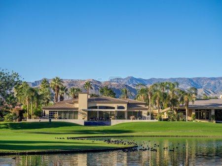 Maisons de luxe le long d'un parcours de golf de Palm Desert