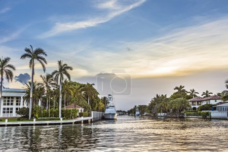 luxurious waterfront homes and yachts at the canal in Fort Laude