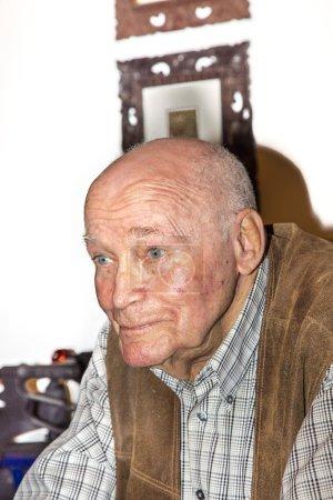 Photo pour Portrait de 90 ans homme - image libre de droit