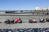 Lidé relaxovat v muzeu evropské a Středozemní Civilizatio