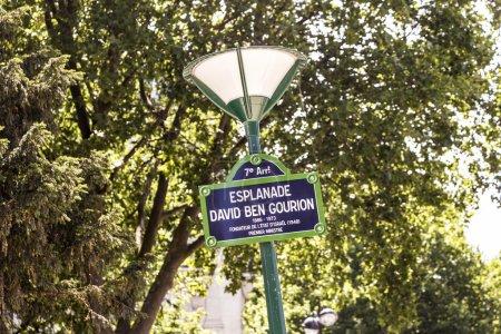 Photo pour Paris, France - Esplanade David Ben Gourion - image libre de droit