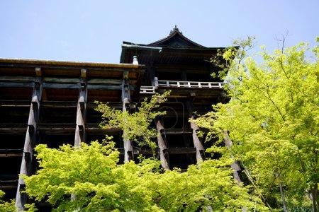 Foto de Kiyomizu-dera Temple Gate, Kinkakuji (templo pabellón de oro) es el templo budista zen más conocido de Kioto - Imagen libre de derechos