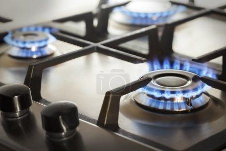 Photo pour Cuisinière à gaz cuisine avec feu feu gaz propane - image libre de droit