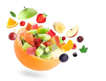Photo pour Salade de fruits sains sur fond blanc - image libre de droit
