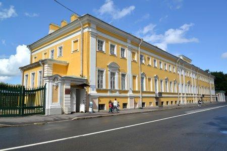 Photo pour PETERHOF, RUSSIE - 24 JUILLET 205 : Le musée des collectionneurs (l'être Verkhnesadsky maison ) - image libre de droit