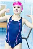 Roztomilá holka v bazénu