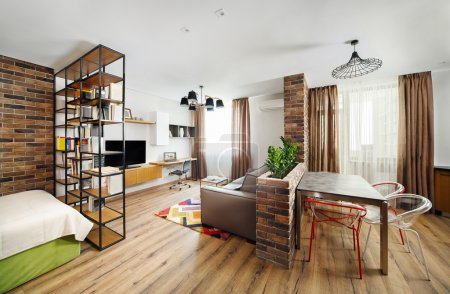 Interior studio apartments, with bookshelves and hardwood floors