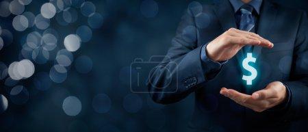 Photo pour Protéger les finances de l'entreprise et l'optimisation fiscale, l'investissement de l'entreprise, représentée par un symbole dollar. Composition large bannière avec bokeh en arrière-plan - image libre de droit