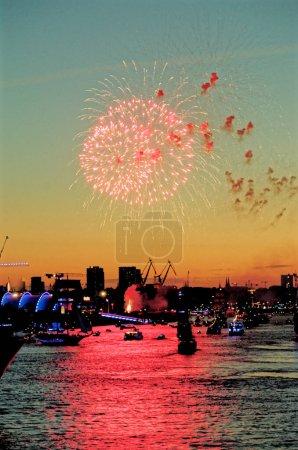 Photo pour Allemagne - Hambourg Port célèbre 823e anniversaire - Festival avec une fête et défilé navires - Célébrations et événements. 18 août 2012 - image libre de droit