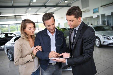Couple signing car purchase order