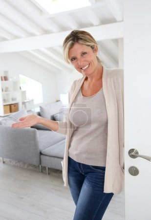 Woman welcoming people to come home