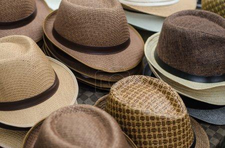 sombreros en el mercado.