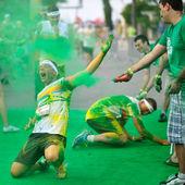 Davy neznámých lidí na barva běh