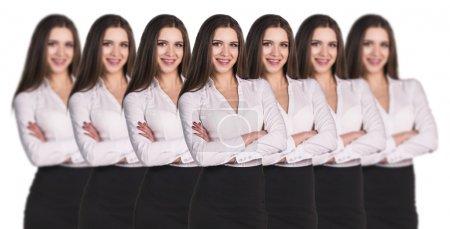 Foto de Grupo de mujeres de negocios de pie en una fila de clones - Imagen libre de derechos