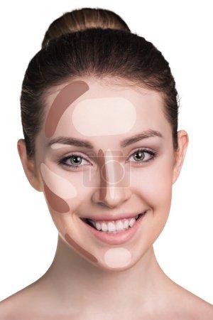 Photo pour Composent le visage de la femme. Maquillage de contour et de la mise en surbrillance. Isolé sur blanc - image libre de droit