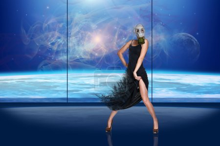 Photo pour La fille dans un gaz-masque danse sur le fond de globe - image libre de droit