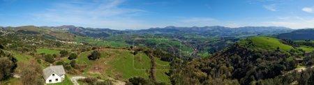 Photo pour Vallée de Karrantza vue panoramique - image libre de droit