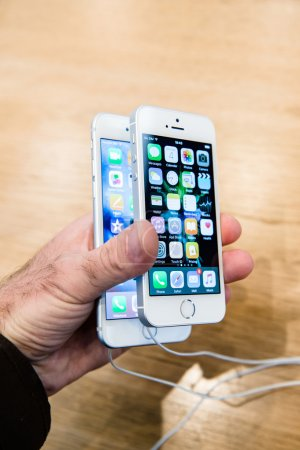 Man comparing iPhone 6s and the new Apple iPhone SE