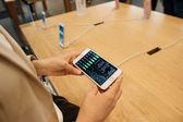 Při pohledu na cenu akcie Apple počítače na nový iphone 7