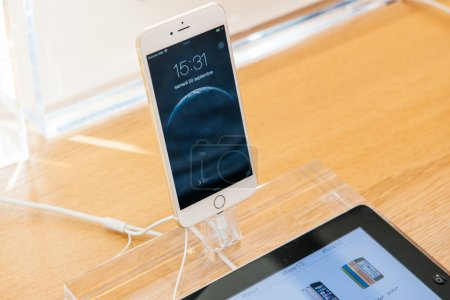 New iPhone 6 and iPhone 6 Plus in hands