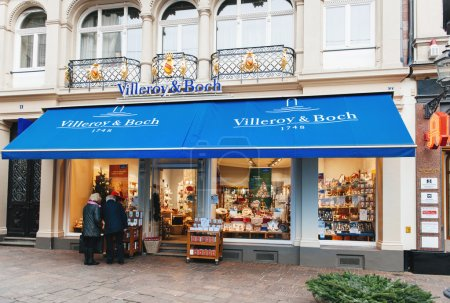 Villeroy & Boch window shopping on in the evening