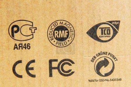 Diverse standards on cardboard boxes