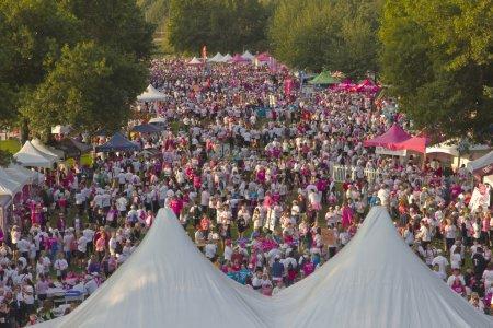 Photo pour PORTLAND - 21 septembre 2014 : Course pour la guérison du cancer du sein Portland Oregon . - image libre de droit