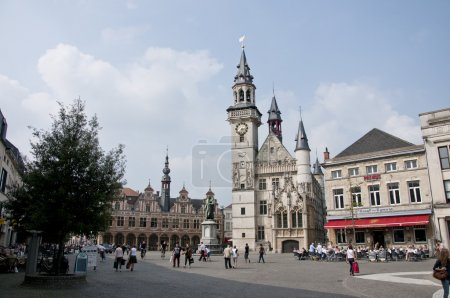 Aalst is a large city in Belgium. The city counts more than 83,000 inhabitants.