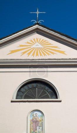 Photo pour Le œil de la Providence (le œil qui voit tout) peint sur une petite église en Italie - image libre de droit