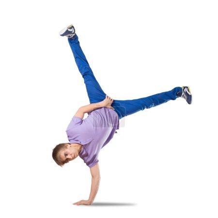Photo pour Jeune joli hip hop garçon danseur en saut isolé sur blanc - image libre de droit