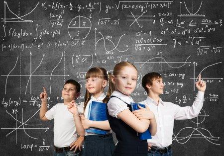 Photo pour Enfants d'âge scolaire essayant différentes professions - image libre de droit