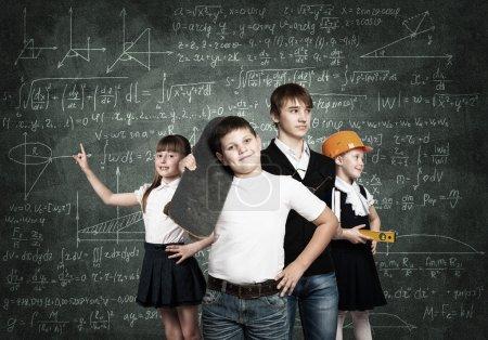 Photo pour Les enfants d'âge scolaire choisissent la profession future - image libre de droit
