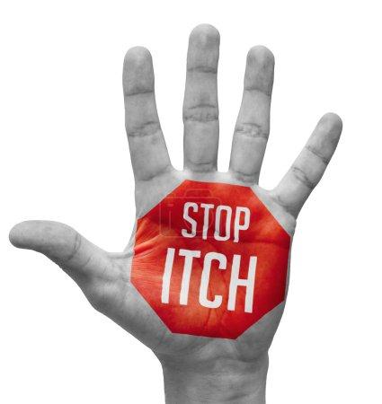Photo pour Stop Itch Sign Painted - Main ouverte soulevée, d'isolement sur le fond blanc - image libre de droit