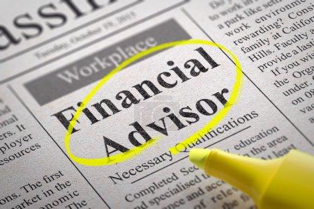 Photo pour Emplois de conseiller financier au journal. Concept de recherche d'emploi - image libre de droit